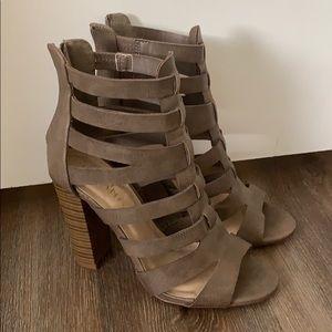 Liliana brownish/grayish strappy heel
